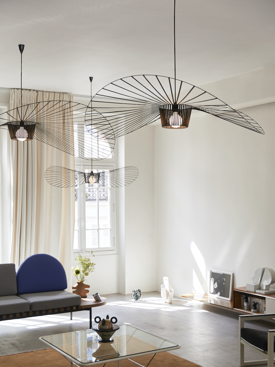 L0020101_L0020301_vertigo_pendant lamps_small-large_black_©Ola Rindal_lifestyle_HD_(1)_kln